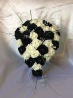 ARTIFICIAL WEDDING FLOWERS IVORY BLACK FOAM ROSE BRIDE TEARDROP SHOWER BOUQUET